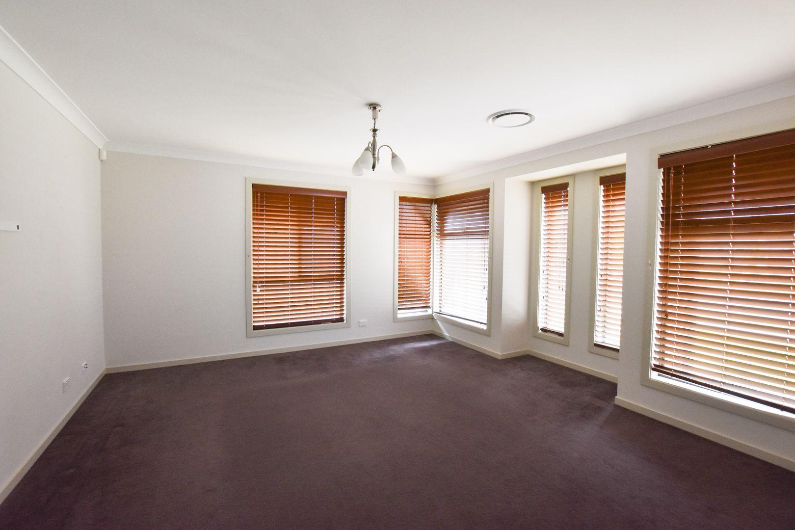 5 De Lauret Street, Renwick NSW 2575, Image 2