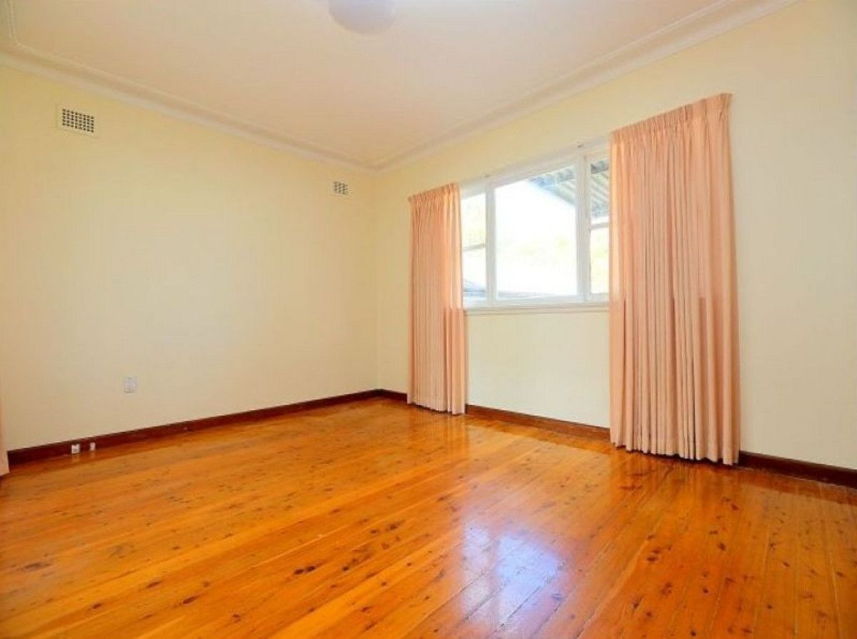 7 Haig Avenue, Georges Hall NSW 2198, Image 2