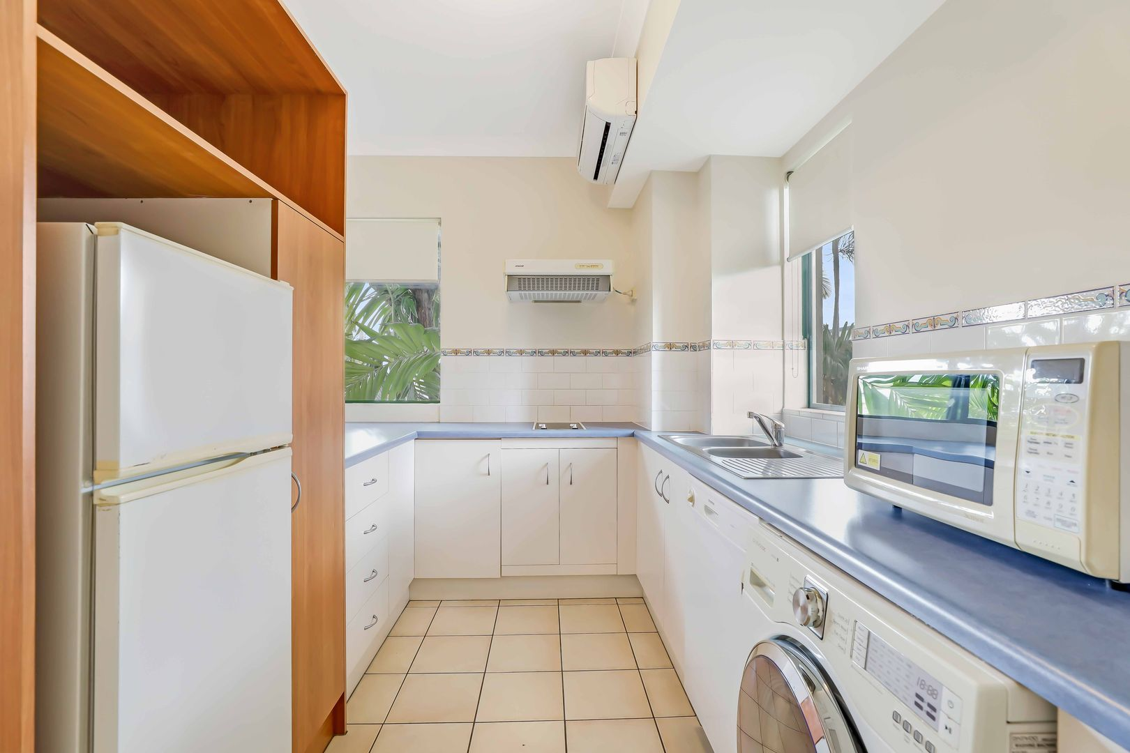 206/186-188 McLeod Street, Cairns North QLD 4870, Image 2