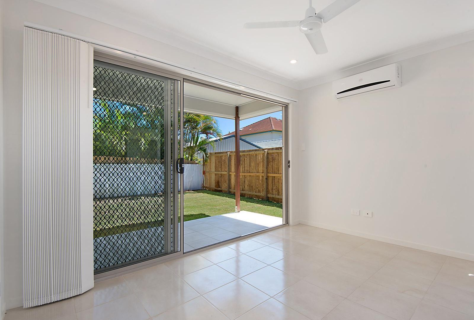 2/205 Randall Road, Wynnum West QLD 4178, Image 2