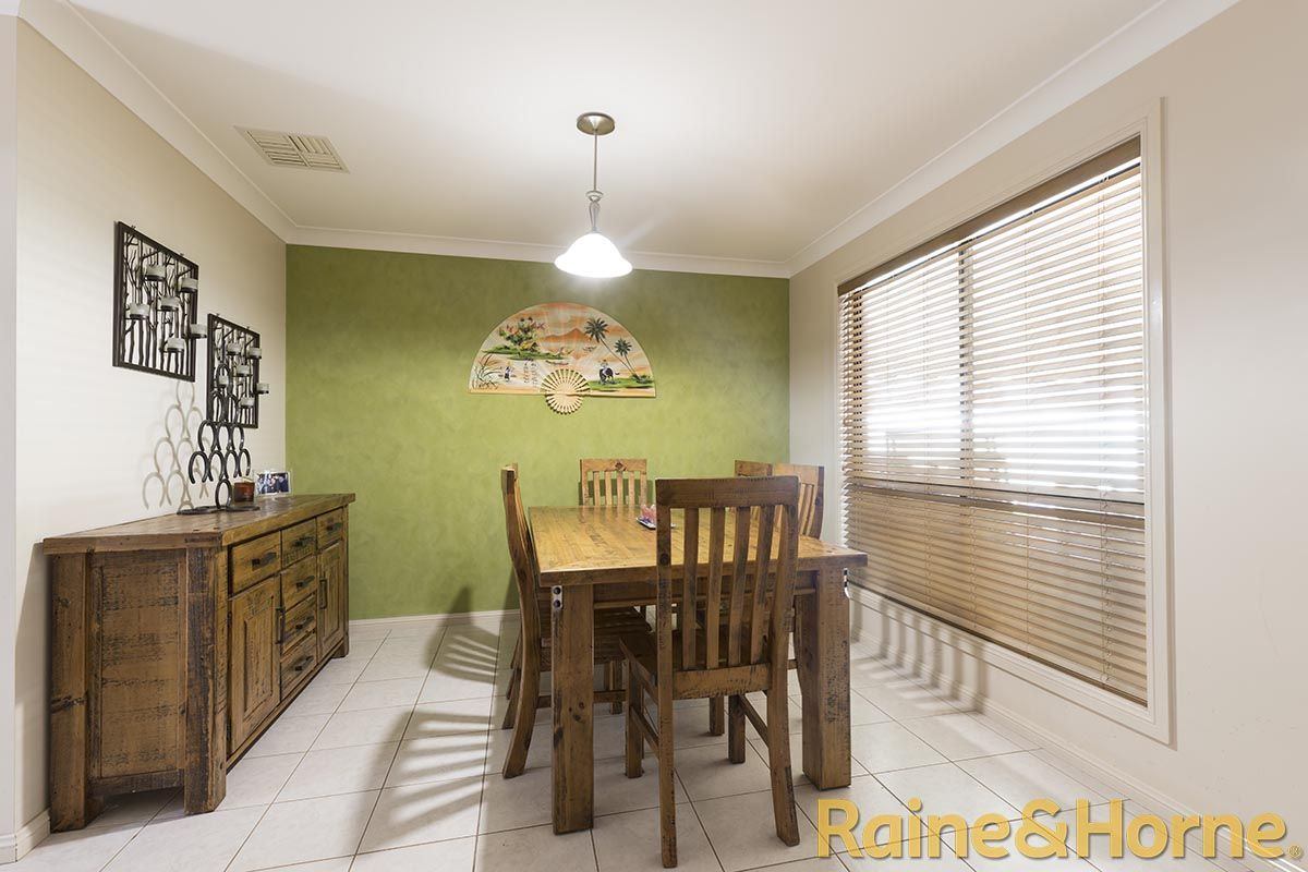 12 Cypress Point Drive, Dubbo NSW 2830, Image 2