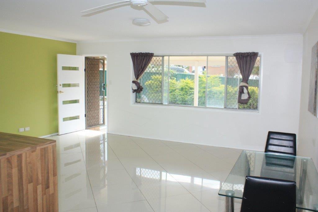 21 Kumbari Avenue, Southport QLD 4215, Image 2