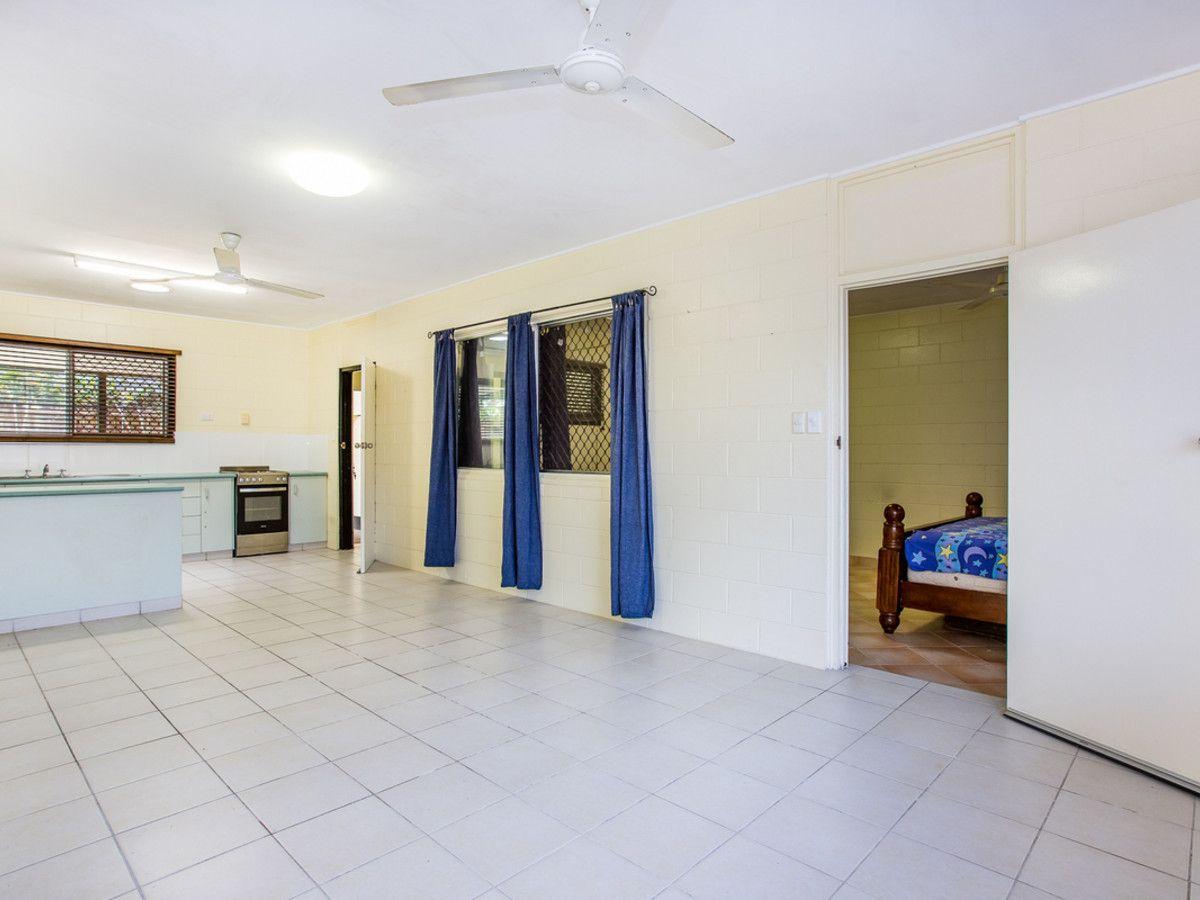 454 McCoombe Street, Mooroobool QLD 4870, Image 2