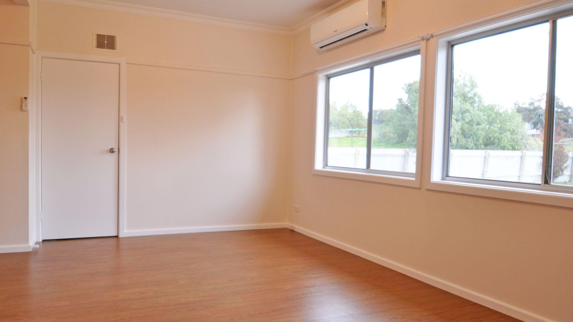 9 Robert Street, Junee NSW 2663, Image 2