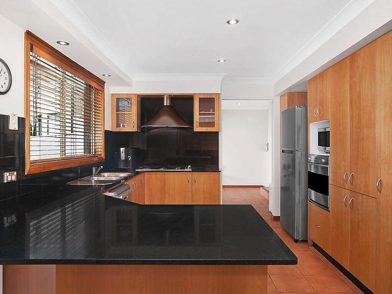 18 Saltbush Place, Bossley Park NSW 2176, Image 2