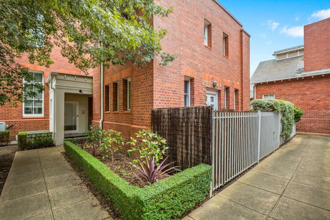 Picture of 24 Gatehouse Place, MARIBYRNONG VIC 3032