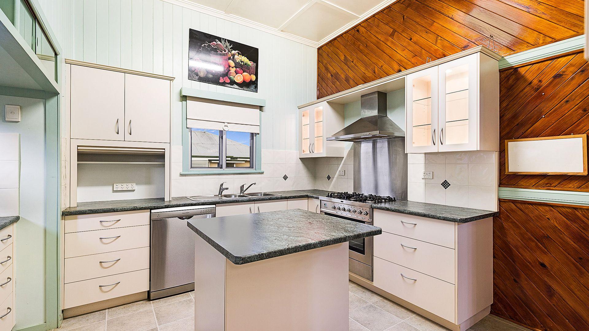 3 Avondale Street, Newtown QLD 4350, Image 2