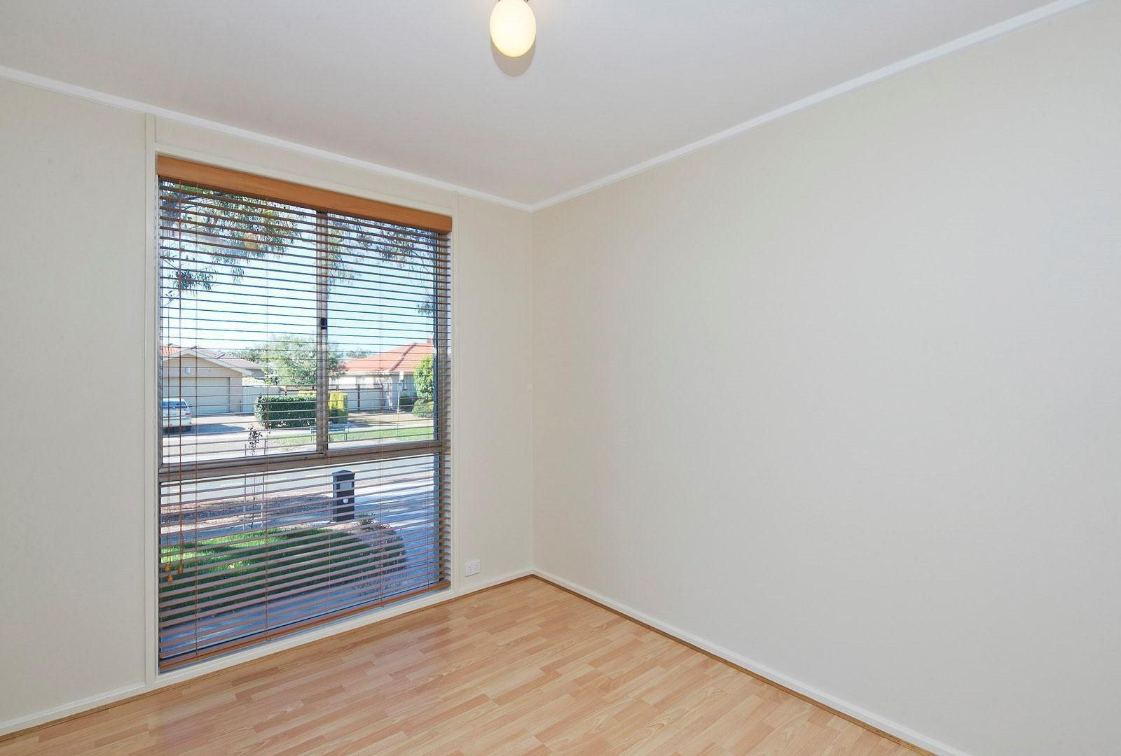 8 William Webb Drive, Evatt ACT 2617, Image 2