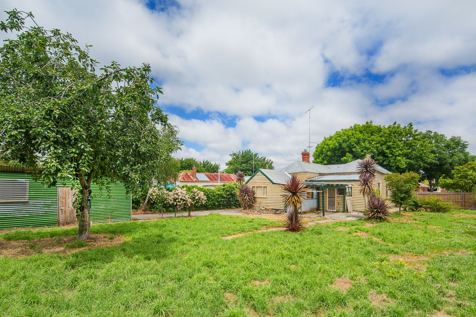 220 Clyde Street, Soldiers Hill VIC 3350, Image 2