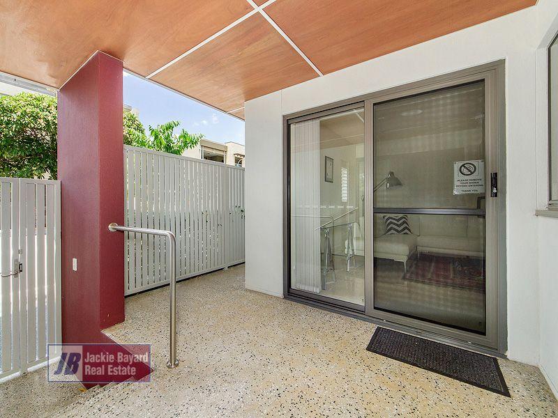 Unit 1/18 Helen St, Teneriffe QLD 4005, Image 2