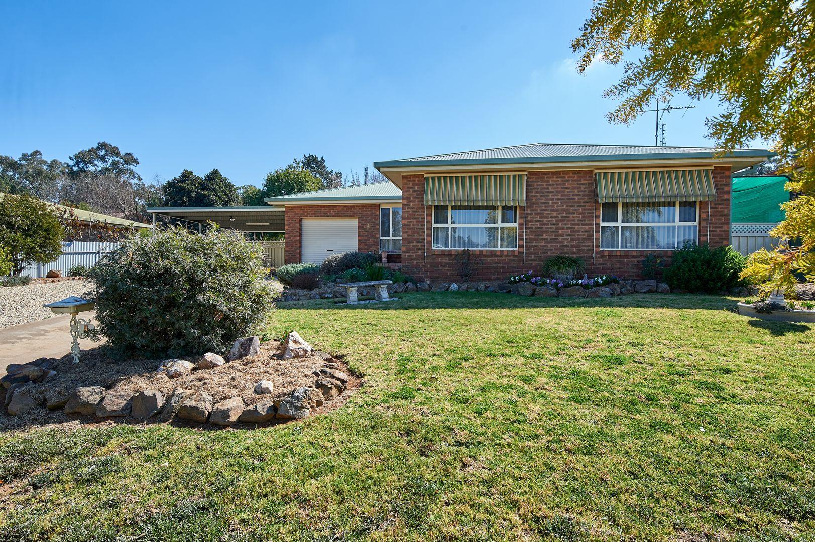 4 Kindra Crescent, Coolamon NSW 2701, Image 0