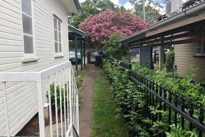 Picture of 136 King Arthur Terrace, TENNYSON QLD 4105