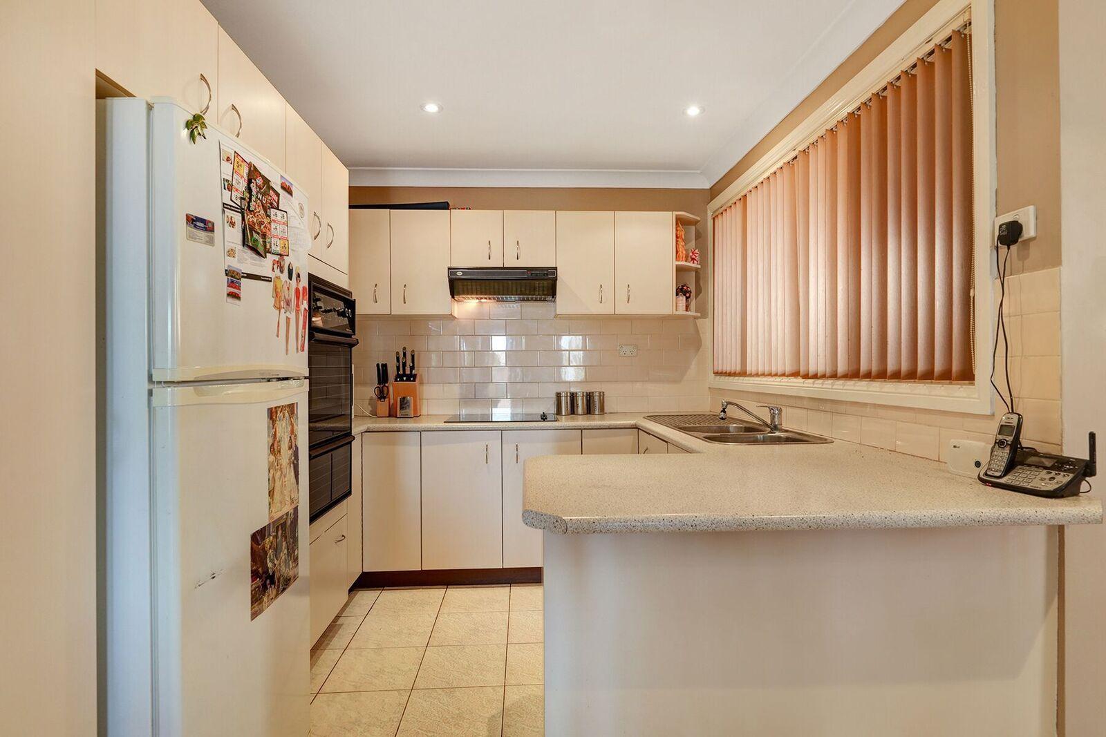 37 Lyrebird Crescent, Green Valley NSW 2168, Image 2
