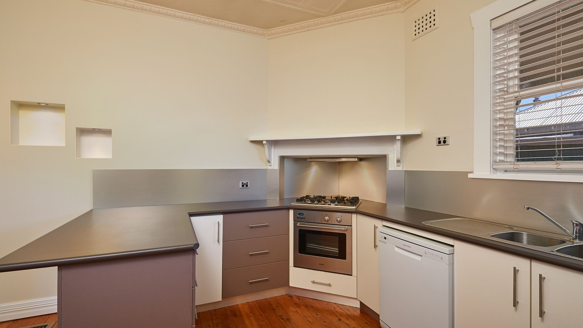 33 Gormly Avenue, Wagga Wagga NSW 2650, Image 2