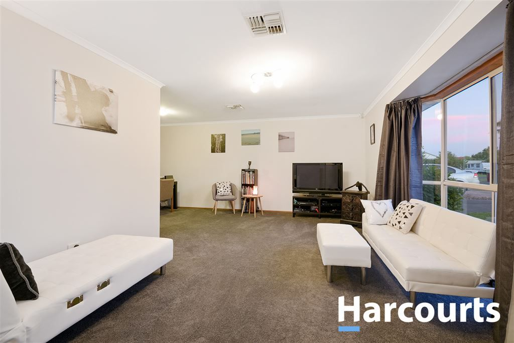 3 Lobelia Court, Cranbourne North VIC 3977, Image 2