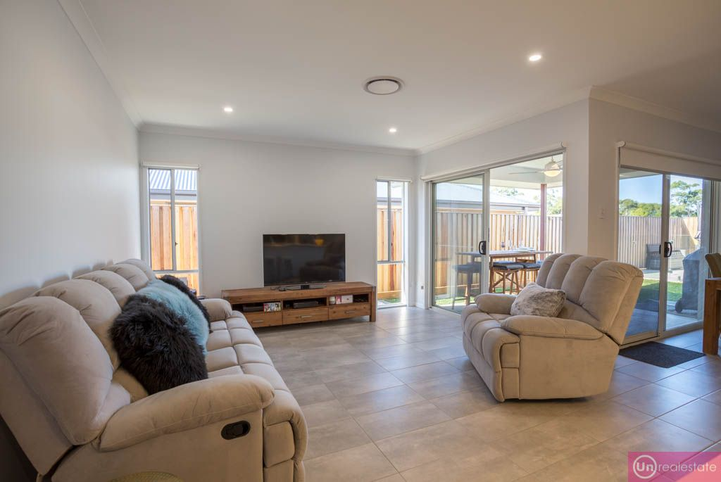 6 Red Gum Circuit, Sapphire Beach NSW 2450, Image 2