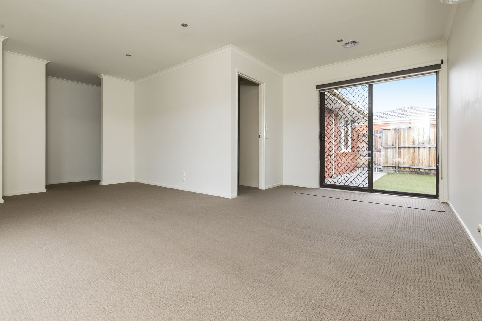1/351 Findon  Road, Epping VIC 3076, Image 2