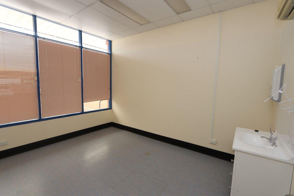 2 & 3, 112 Hoskins Street, Temora NSW 2666, Image 2