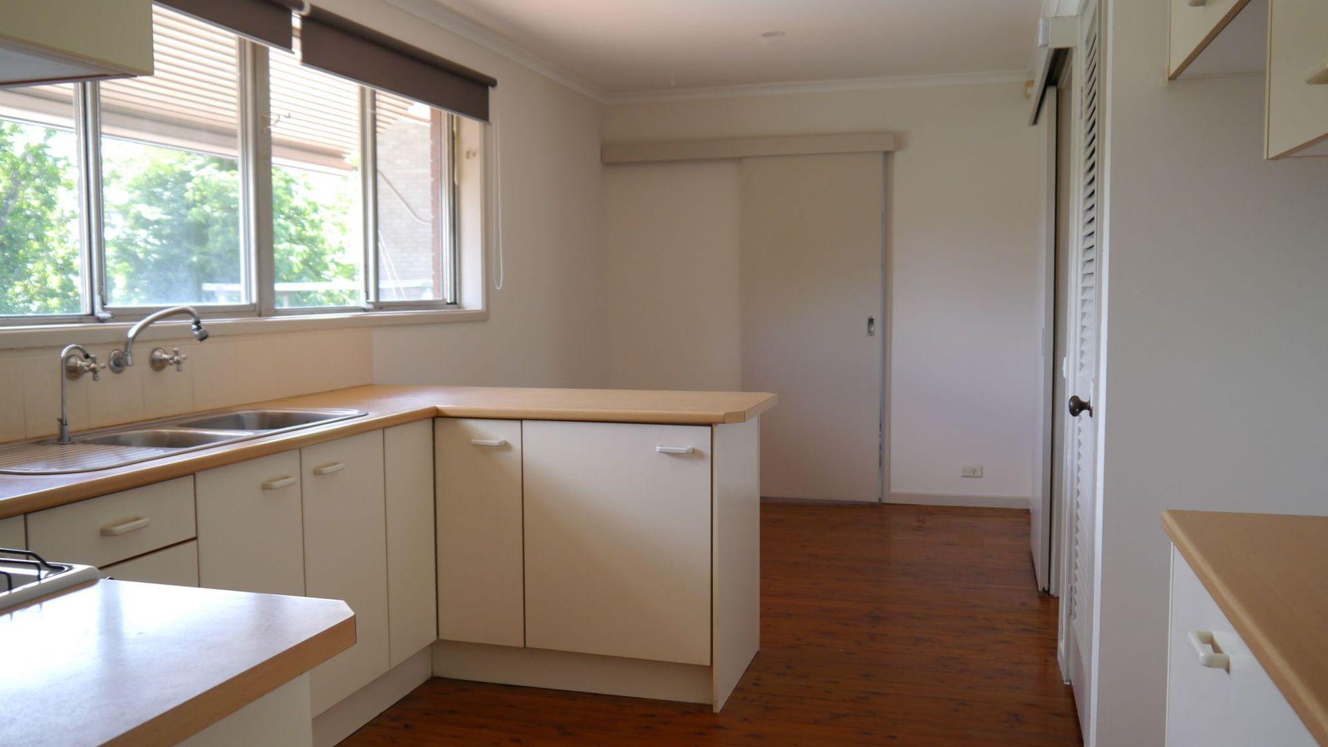 8 McMillan Avenue, Winston Hills NSW 2153, Image 2