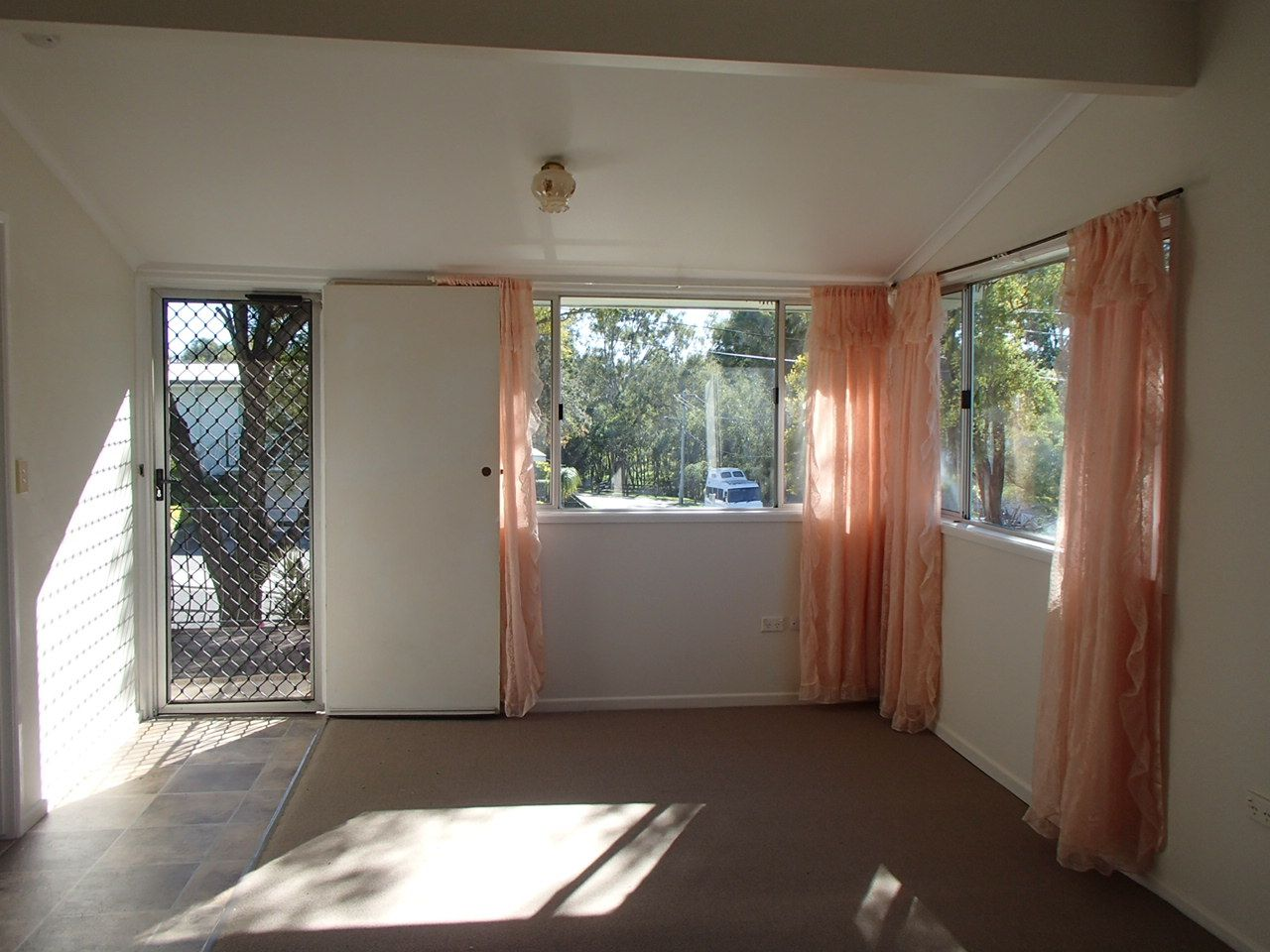 9 Emu Street, Churchill QLD 4305, Image 2