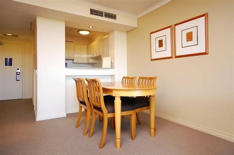 905/132 Alice Street, Brisbane City QLD 4000, Image 2