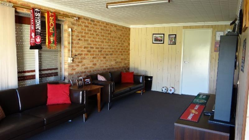 32 Mirrabooka Road, Lake Heights NSW 2502, Image 2
