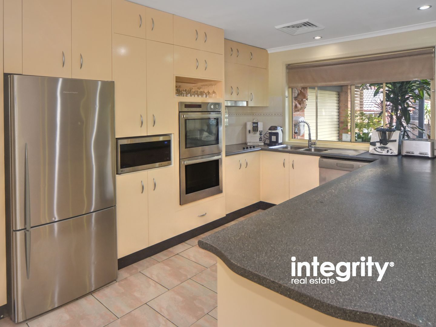 11 Stockley Close, West Nowra NSW 2541, Image 2