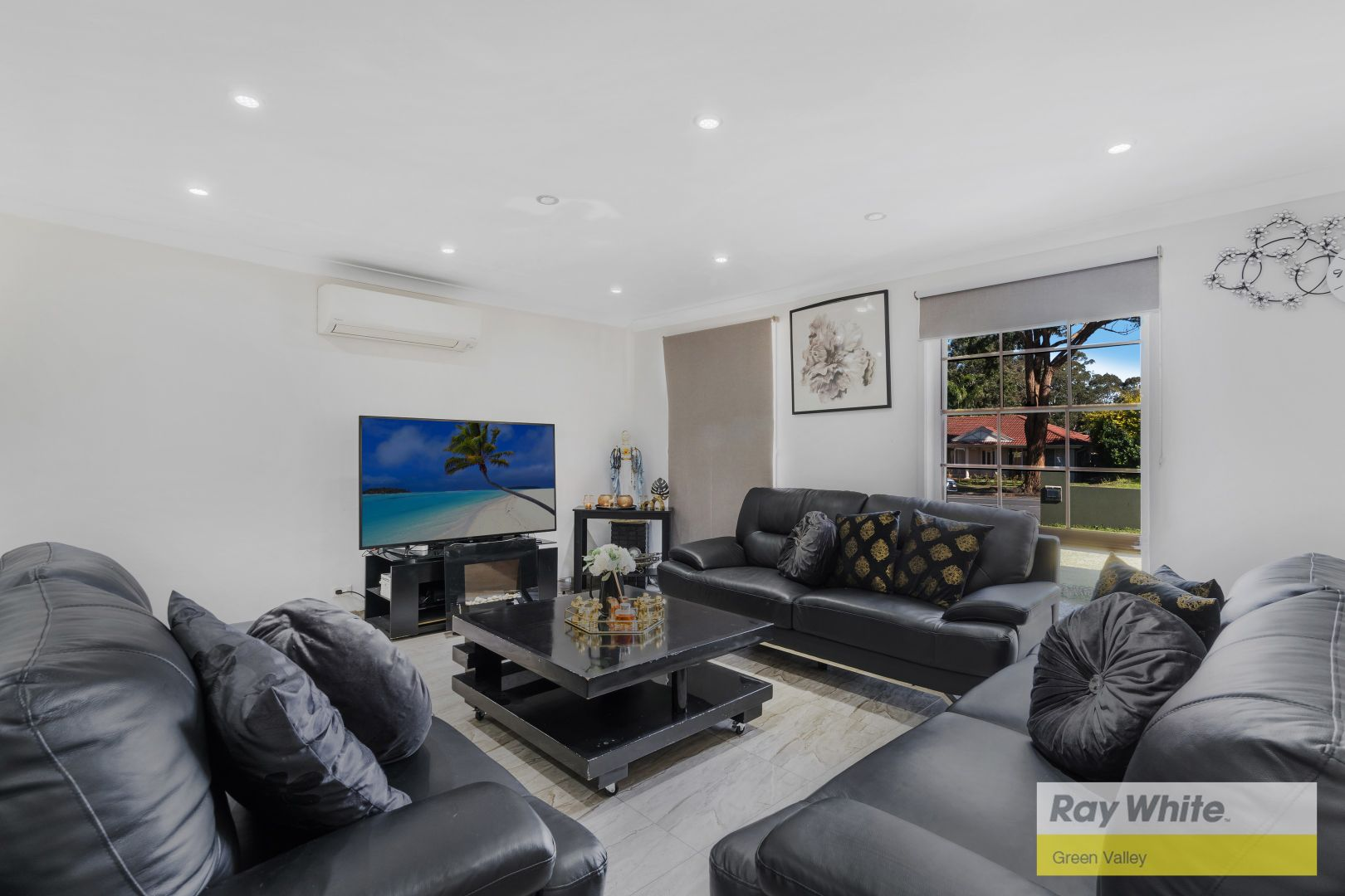 152 Sweethaven Road, Bossley Park NSW 2176, Image 2