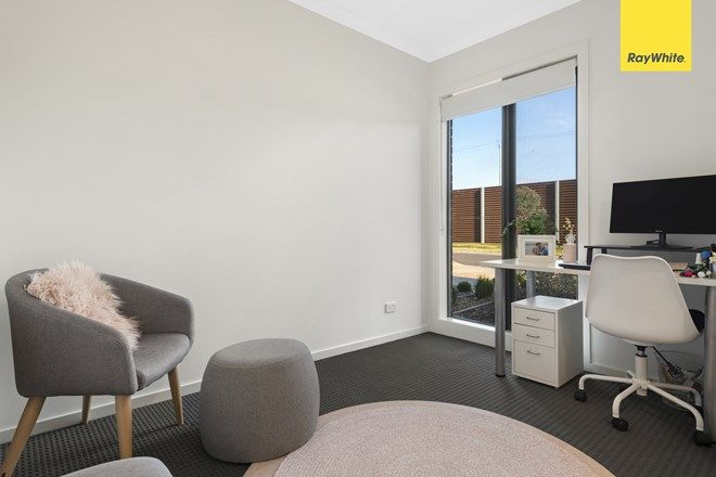 Picture of 18 Fulham Crescent, THORNHILL PARK VIC 3335