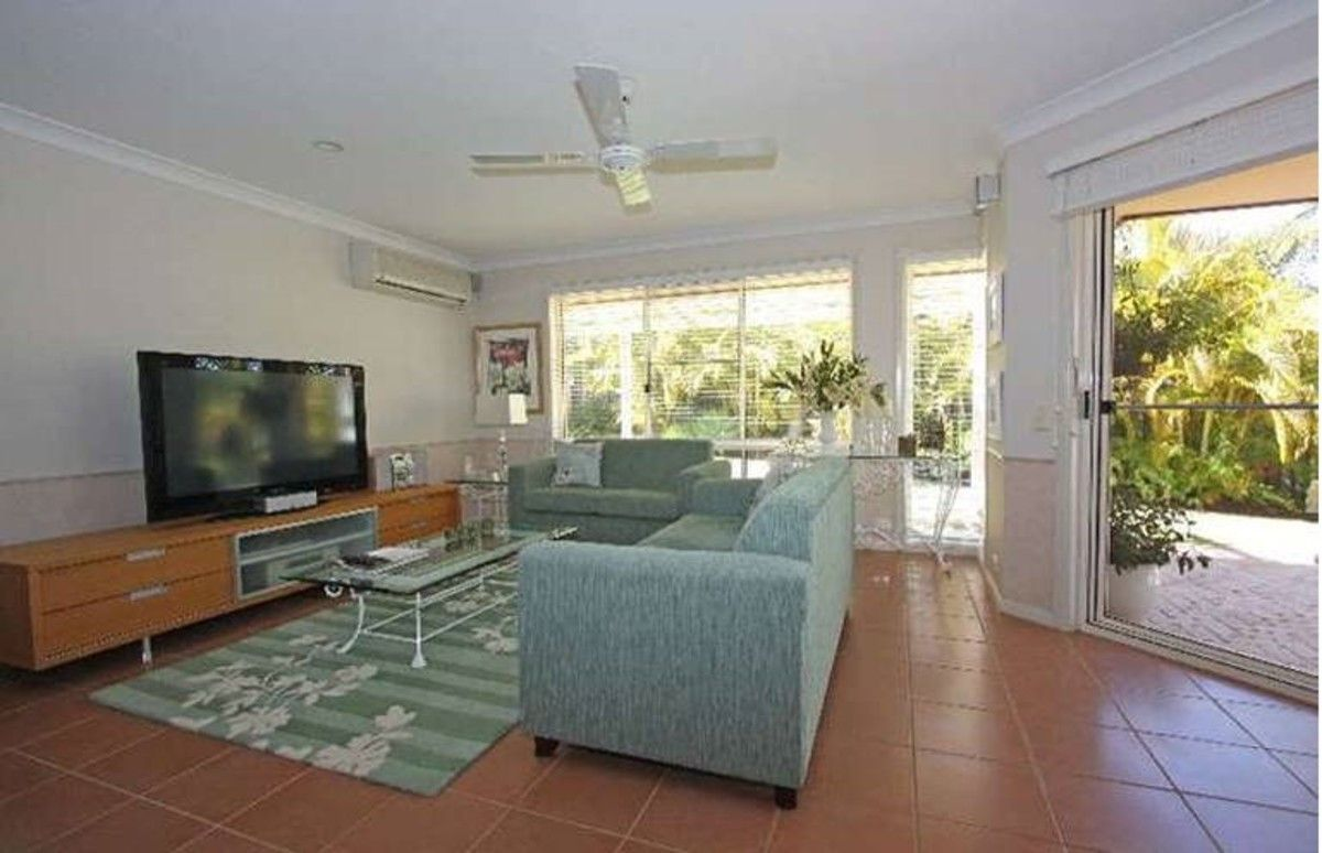 14 Waigeo Street, Pacific Pines QLD 4211, Image 2