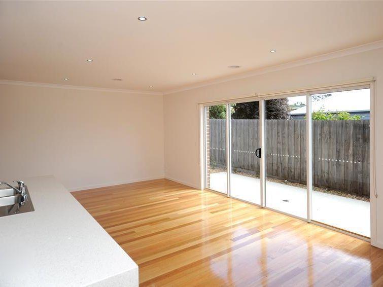 3/526 Ryrie Street, East Geelong VIC 3219, Image 2