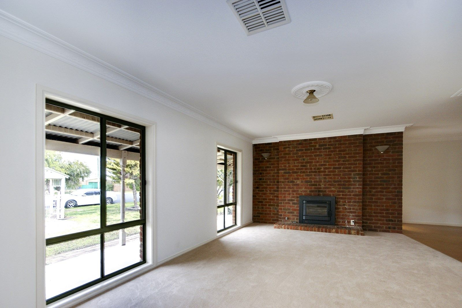 127 Butler Street, Deniliquin NSW 2710, Image 2