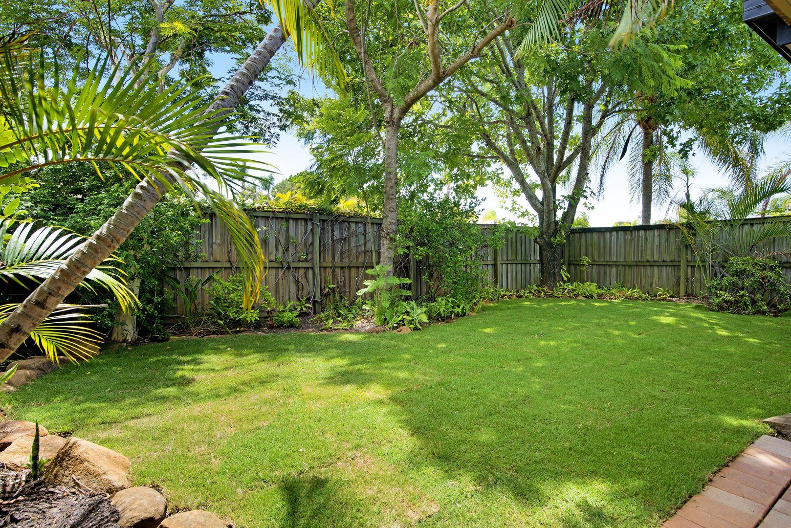 4 Illaura Street, Mermaid Waters QLD 4218, Image 2