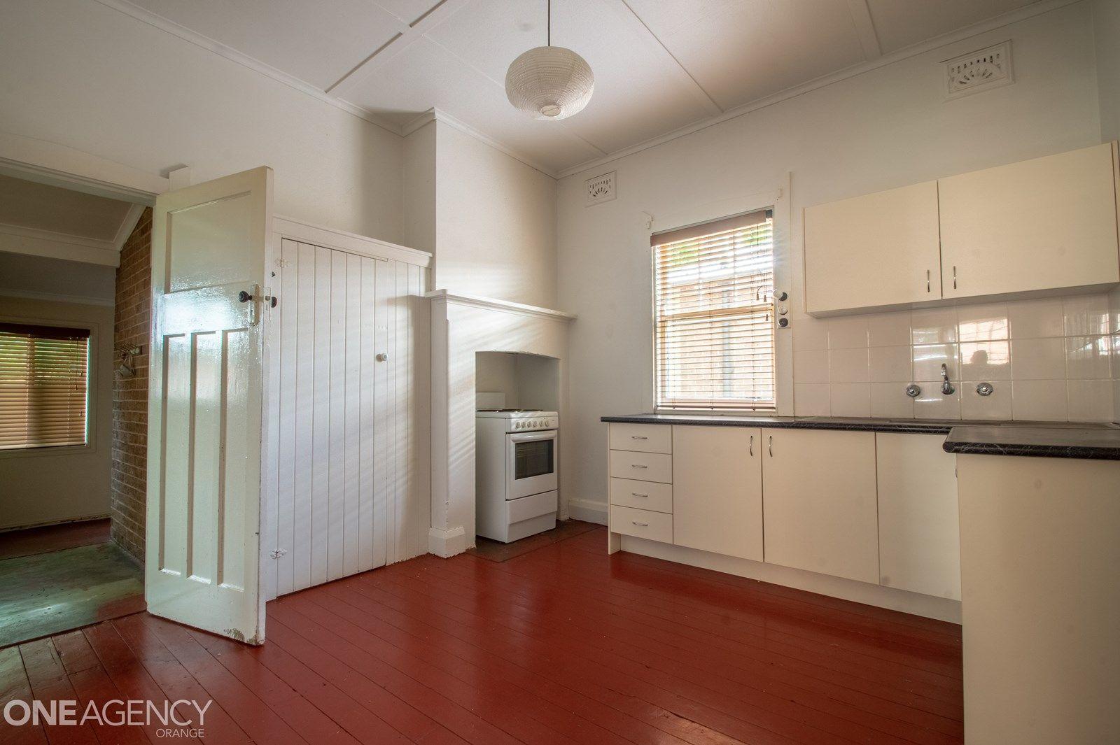69 Sampson Street, Orange NSW 2800, Image 2