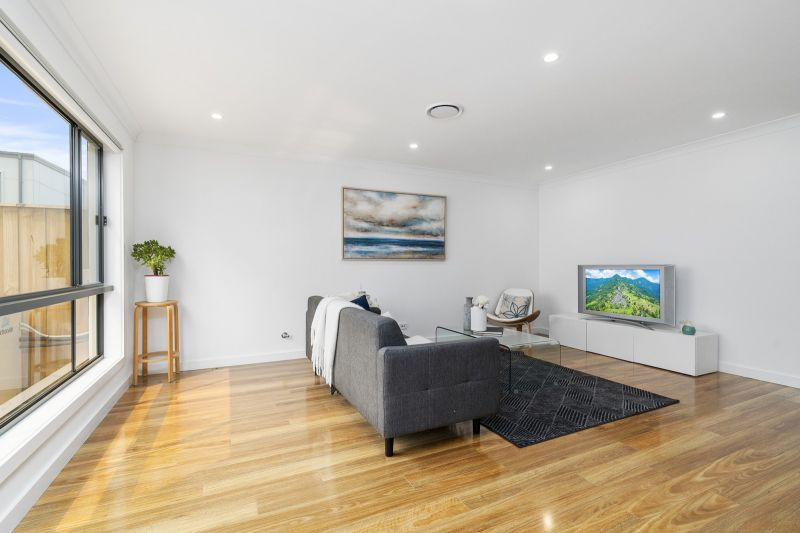 56 Kingsdale Avenue, Catherine Field NSW 2557, Image 2