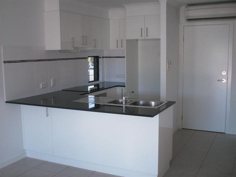 7/74a Powell Street, Bowen QLD 4805, Image 2