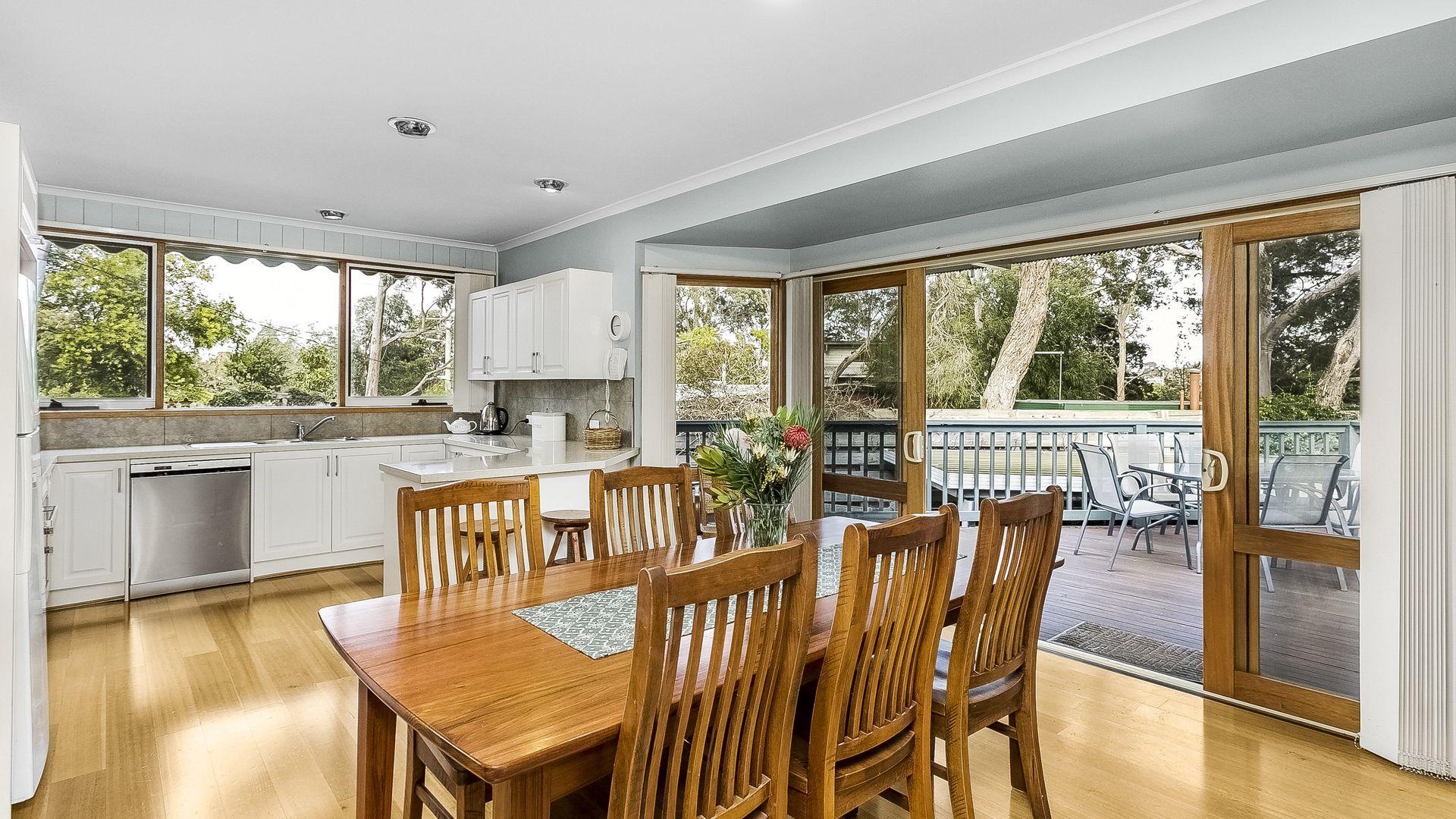 33 Aurisch Avenue, Glen Waverley VIC 3150, Image 2