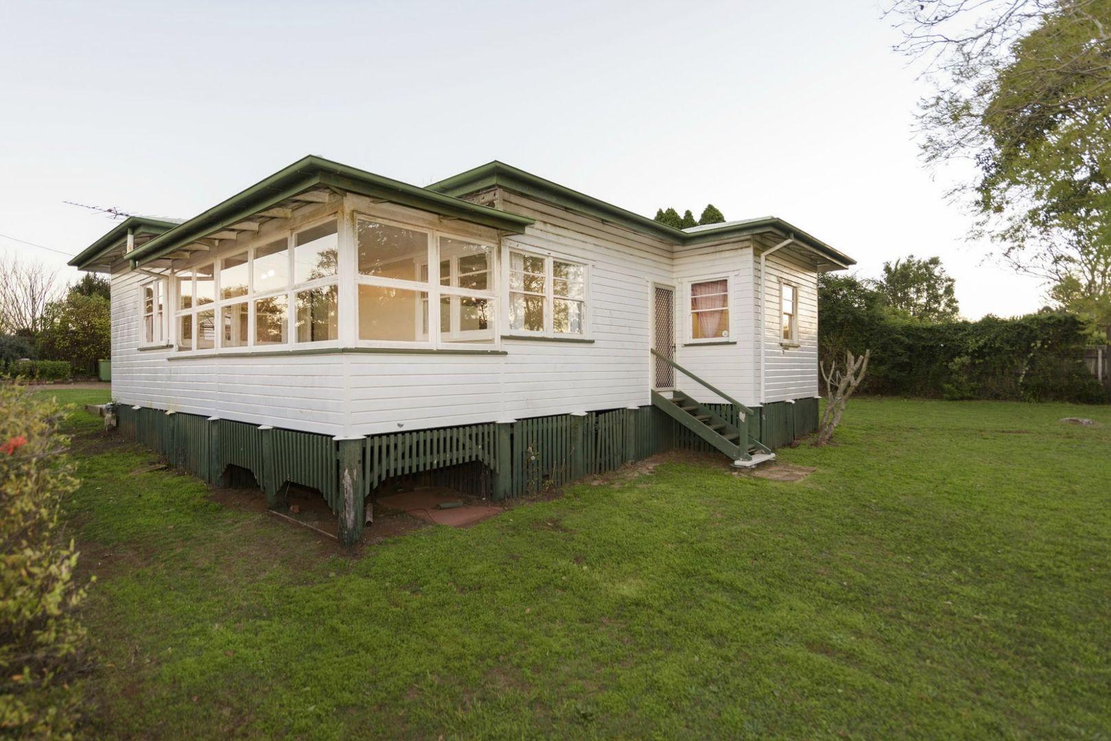 3 Simla Street, Mount Lofty QLD 4350, Image 0