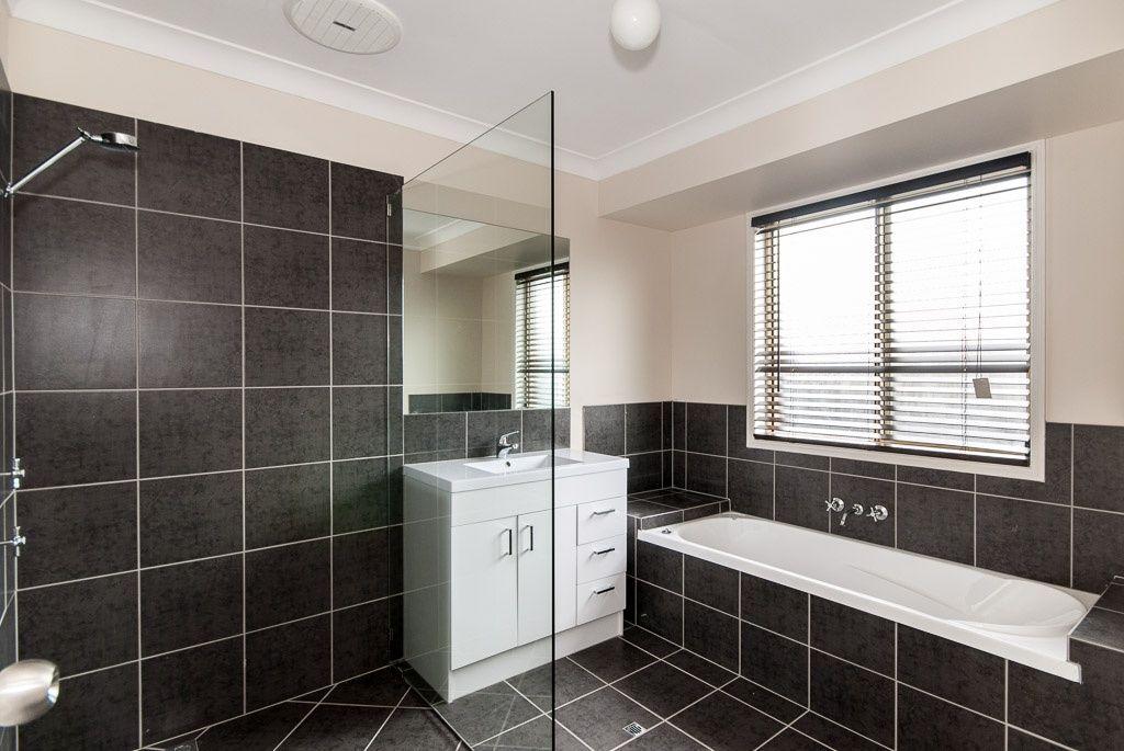 15 Hillmont Crescent, Morayfield QLD 4506, Image 2
