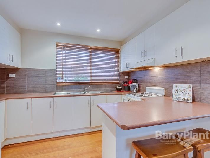 8 Leicester Crescent, Melton VIC 3337, Image 1