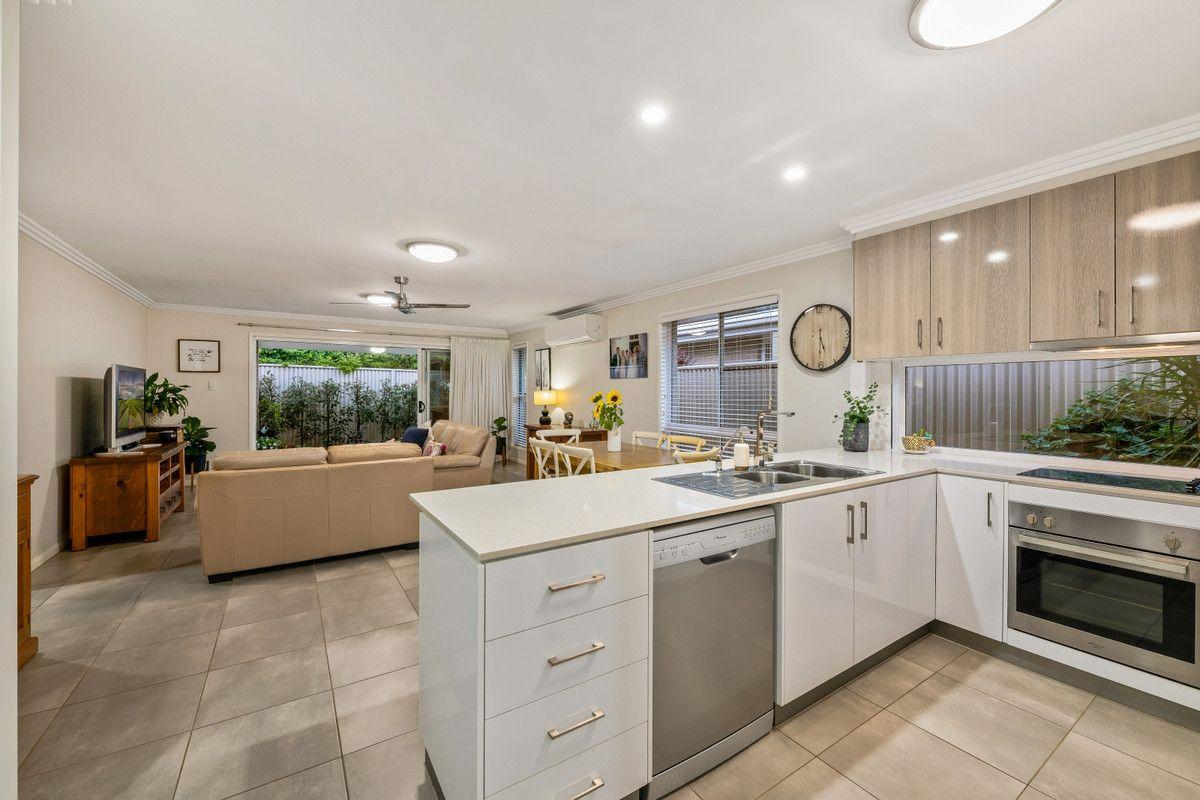 2/13 Henry Street, Mount Lofty QLD 4350, Image 2