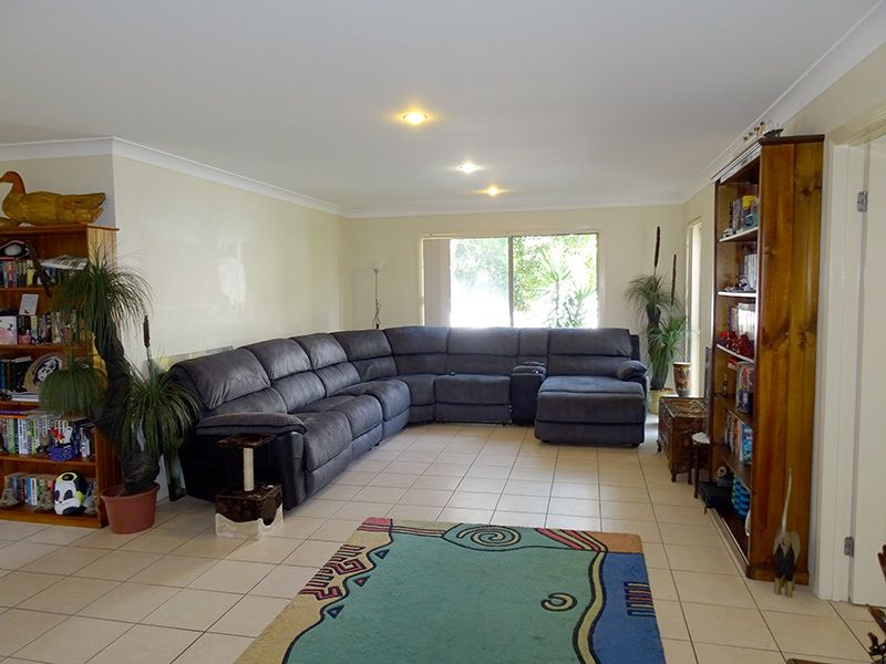 6 Broadwater St, Runaway Bay QLD 4216, Image 2