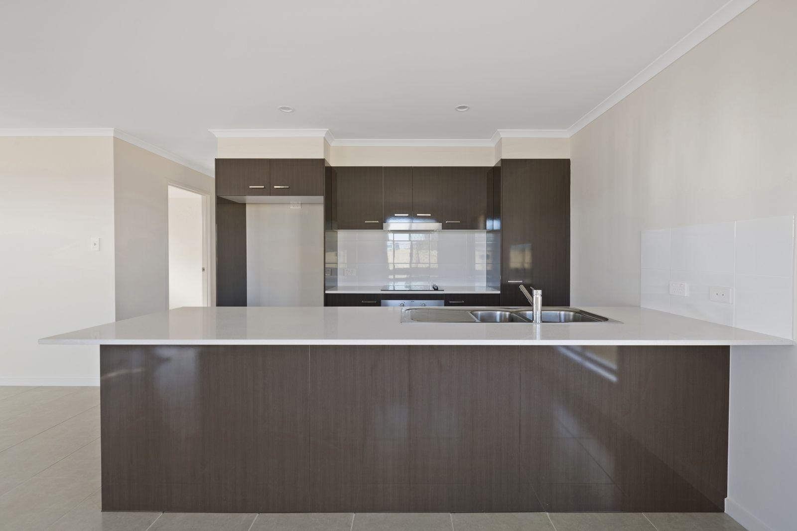 1 Gains Place, Glenvale QLD 4350, Image 1