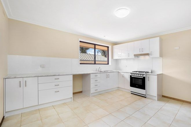 Picture of 1/1 Nandina Court, STRATHDALE VIC 3550