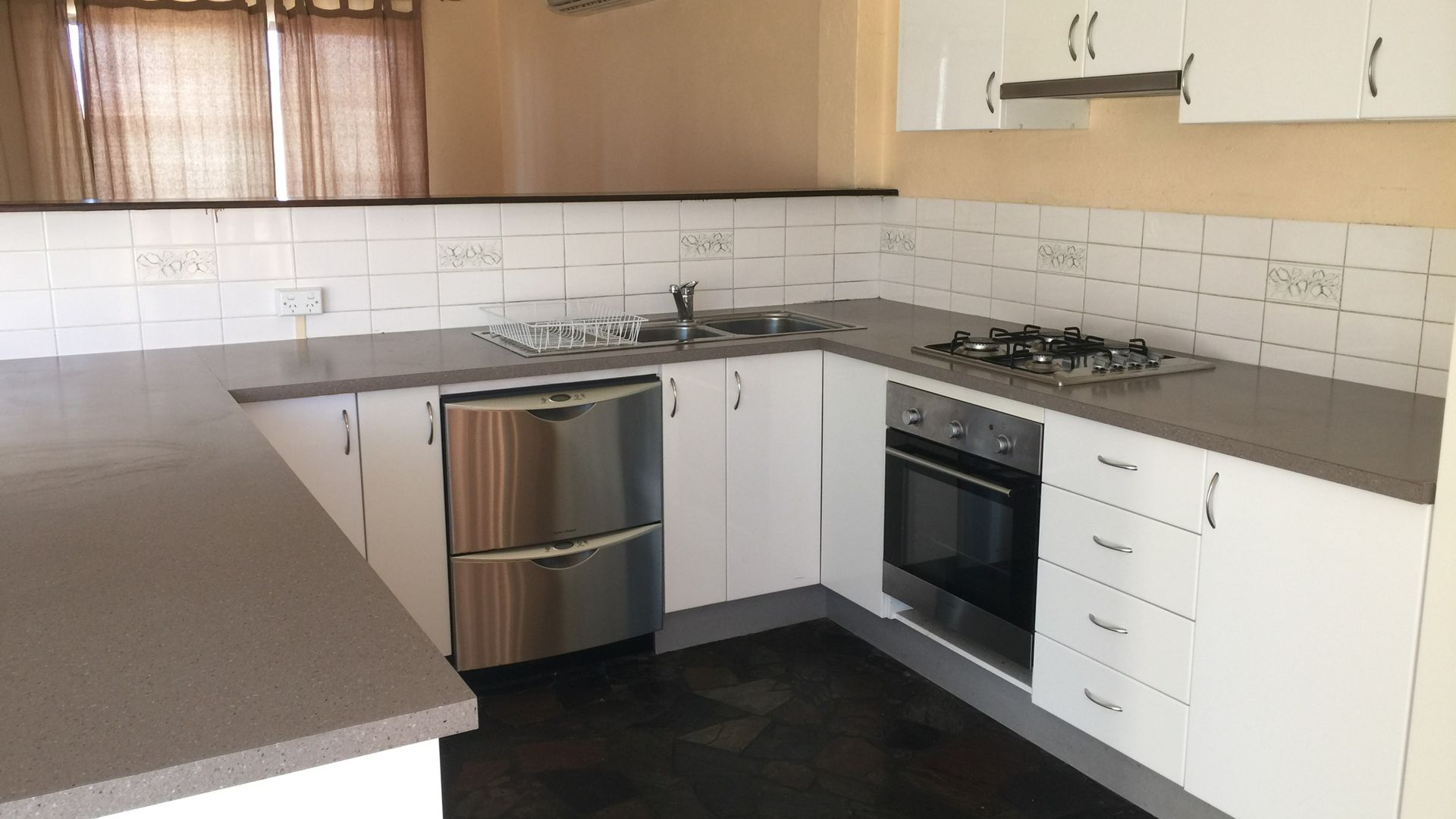 32 Bungendore Rd, Queanbeyan East NSW 2620, Image 2