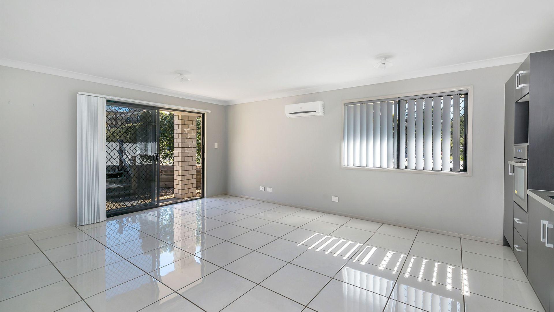 8A Knightsbridge St, Oxley QLD 4075, Image 2