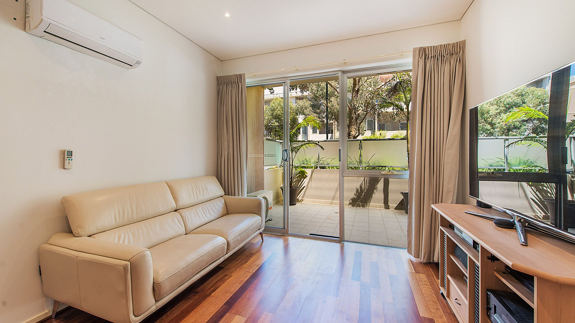 1/213 Normanby Road, Notting Hill VIC 3168, Image 2