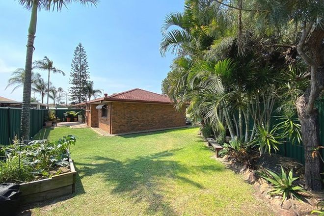 Picture of 2/22 Kangaroo Avenue, COOMBABAH QLD 4216