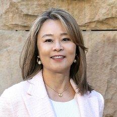 Linda Yu, Sales representative