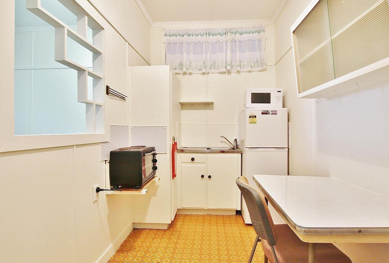 2/138 West Street, Allenstown QLD 4700, Image 2